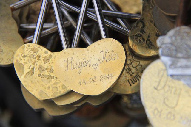 Hình ảnh chiếc khóa valentin mùa 2017